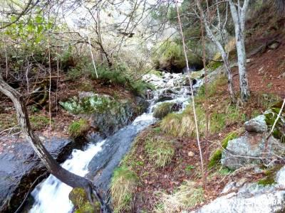 Chorro o Chorrera de San Mamés; pueblos de españa; cruce de caminos; sanse;senderismo montaña bur